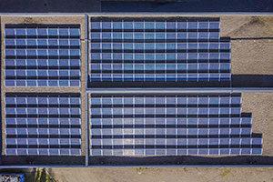 Aurinkopaneelit kiinteistöön Alfa kiinnikkeillä