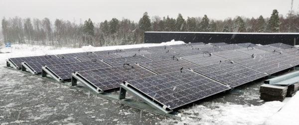 Aurinkopaneelit Scanofficen kiinteistön katolla Alfa järjestelmässä